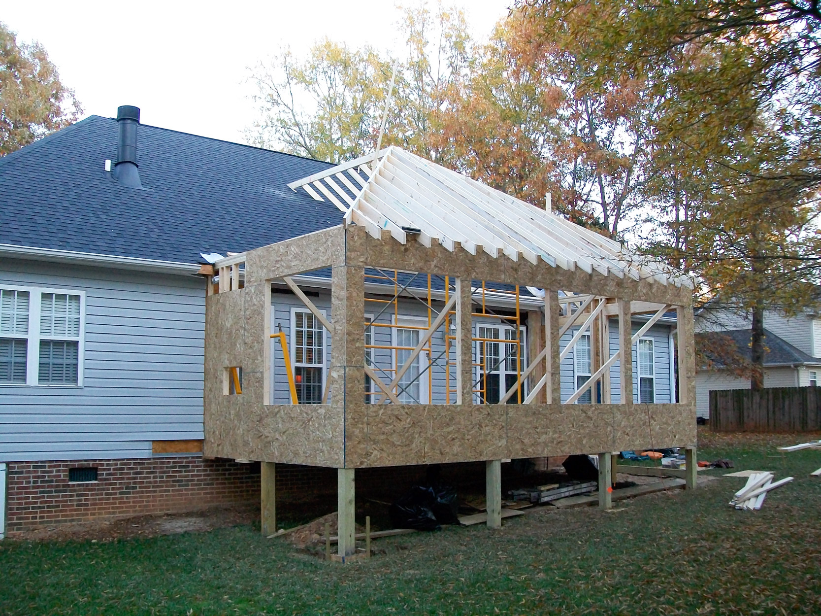 Sunroom addition solid construction for Building a sunroom addition